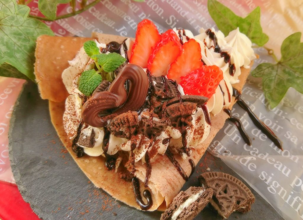 cafe de BOSSA  クッキークリームストロベリークレープ