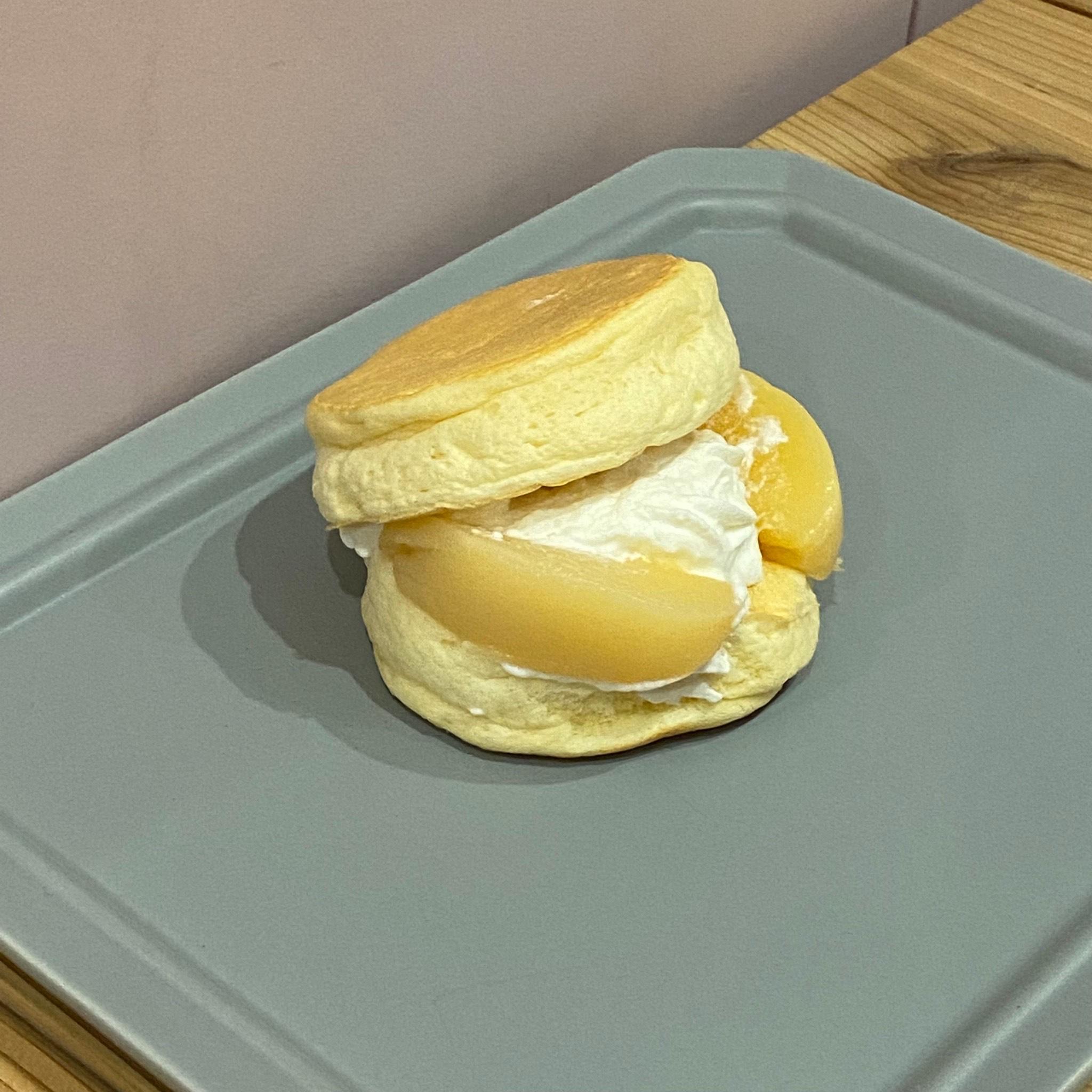 TEA STAND ROB 桃のパンケーキサンド
